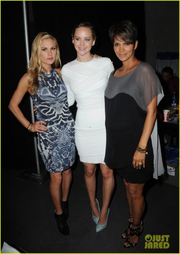 halle-berry-anna-paquin-x-men-panel-at-comic-con-03