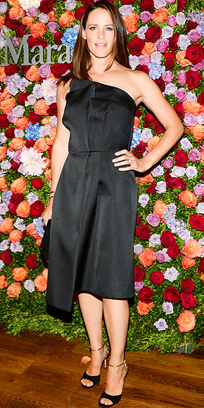 jennifer-garner-stuns-at-max-mara-dinner-in-new-york-01