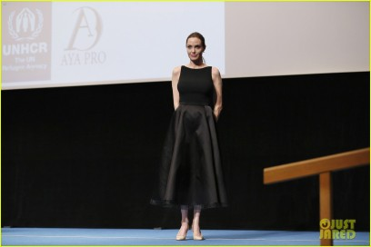 angelina-jolie-in-the-land-of-blood-honey-japan-screening-05