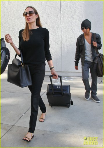angelina-jolie-lands-in-los-angeles-with-maddox-05