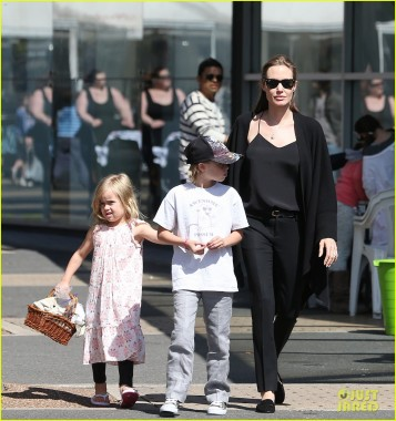Angelina Jolie take the twins to Arts and crafts in Sydney.