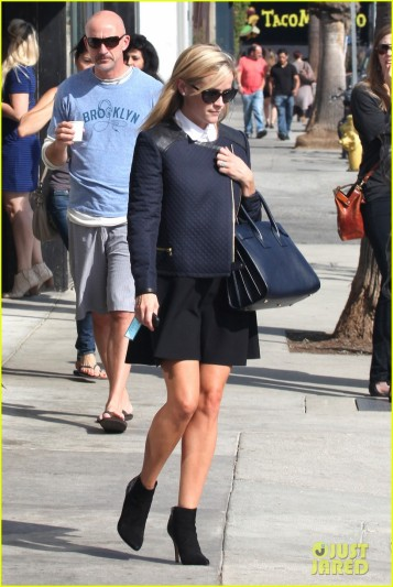 Reese Witherspoon dines at Gjelina after morning workout