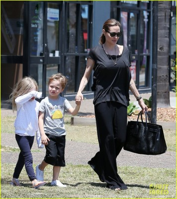 Angelina Jolie shopping with the twins in Quuensland, AUSTRALIA.