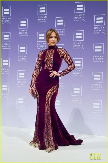 jennifer-lopez-ally-for-equality-award-at-hrc-national-dinner-01