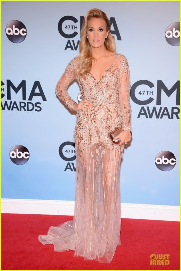 carrie-underwood-cma-awards-2013-red-carpet-03