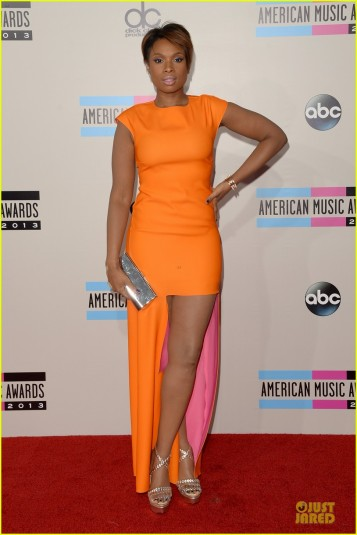 jennifer-hudson-amas-2013-red-carpet-05