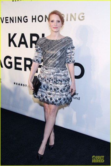jessica-chastain-honors-karl-lagerfeld-03