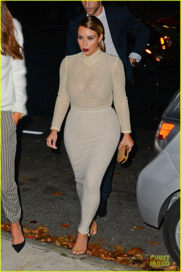 kim-kardashian-perforated-top-for-outing-with-kendall-jenner-01
