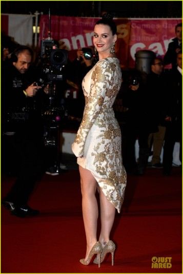 katy-perry-golden-girl-at-nrj-music-awards-2013-03