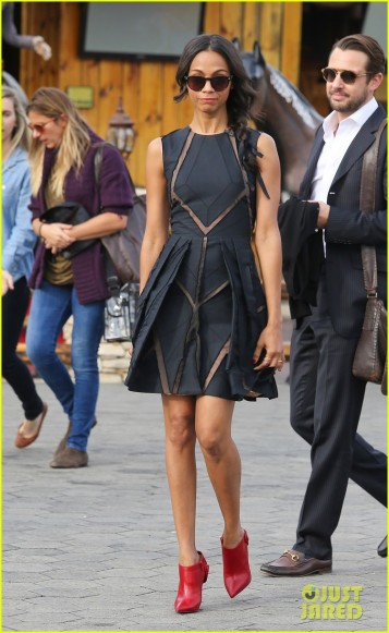 Zoe Saldana looks cute for 'Extra' - Part 2 **USA, Australia, New Zealand ONLY**