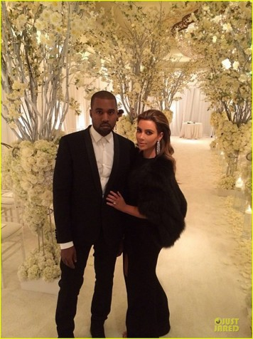kim-kardashian-bares-midriff-for-dinner-with-kanye-west-05