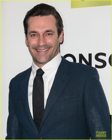 jon-hamm-ladies-man-at-mad-men-season-7-22