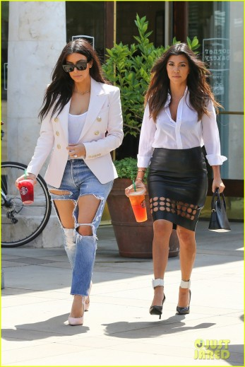 Kim and Kourtney Kardashian shed their flesh