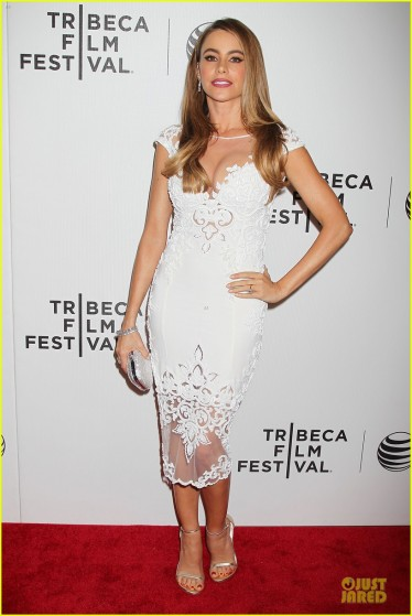 sofia-vergara-jon-favreau-premiere-chef-at-tribeca-03