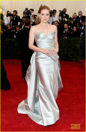 amy-adams-eyecatching-met-ball-2014-03