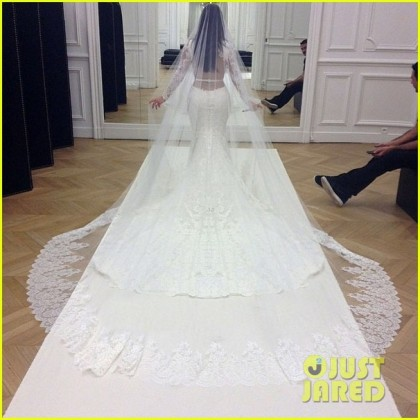 kim-kardashian-kanye-west-wedding-picture-03