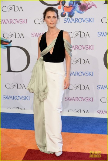 olivia-wilde-keri-russell-black-at-cfda-awards-2014-09