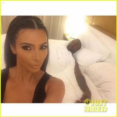 kim-kardashian-tweets-selfie-in-bed-with-ubby-kanye-west-03