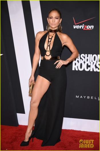 jennifer-lopez-sexy-leg-action-at-fashion-rocks-2014-03