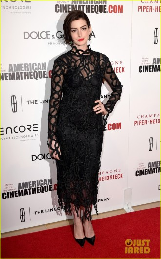 anne-hathaway-jessica-chastain-rep-interstellar-at-american-cinematheque-05