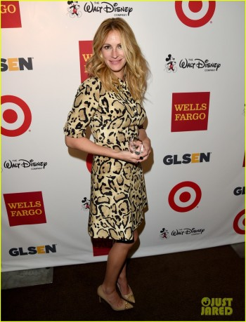 julia-roberts-honored-with-humanitarian-award-at-glsen-respect-awards-03