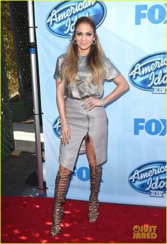 jennifer-lopez-high-slit-skirt-america-idol-xiv-event-01