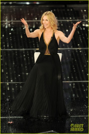 charlize-theron-stuns-on-stage-at-italian-music-festival-05