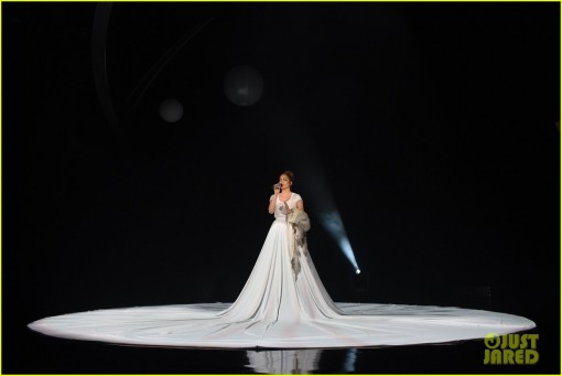 jennifer-lopez-giant-dress-feel-the-light-american-idol-01
