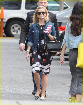 Reese Witherspoon Out And About In Santa Monica