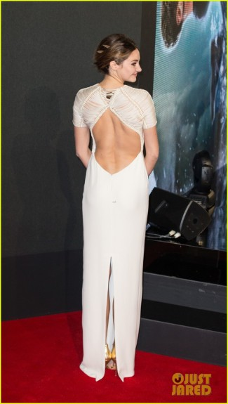 shailene-woodley-backless-at-insurgent-premiere-03