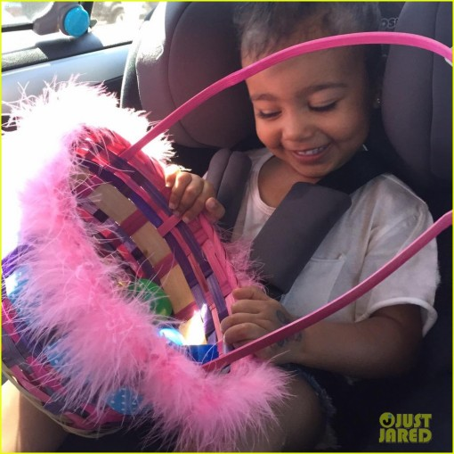 kim-kardashian-shares-cutest-pics-of-north-wests-easter-egg-hunt-02