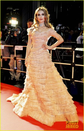 lily-james-cinderella-grosses-over-400-million-worldwide-01