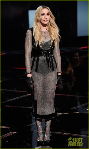 madonna-presents-award-to-taylor-swift-at-iheartradio-2015-02
