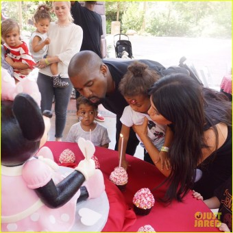 kim-kardashian-north-birthday-disneyland-photos-05