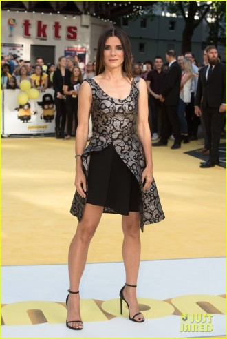 sandra-bullock-meets-the-minions-at-london-premiere-06