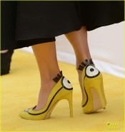 sandra-bullock-rocks-minions-heels-at-los-angeles-premiere-30