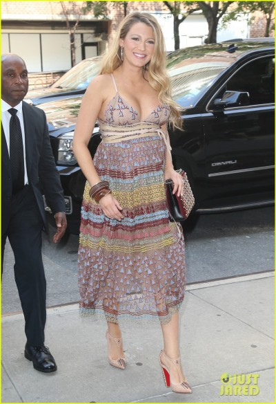 Pregnant Blake Returns To Her Hotel In NYC