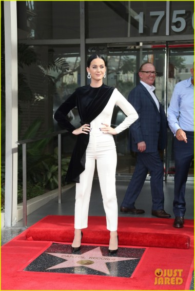 Katy Perry receives 'Hollwood Star of Recognition' at Capital Records